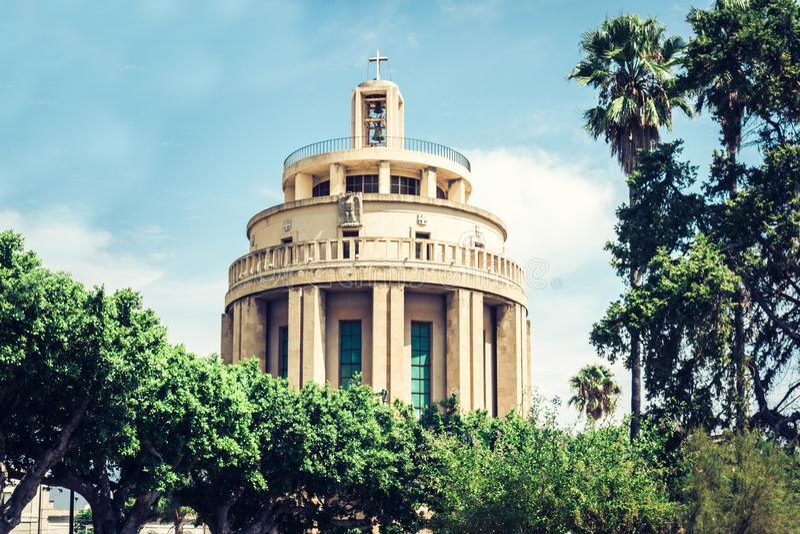 Catedral católica moderna em Siracusa, Sicília, Itália fotografia de stock royalty free