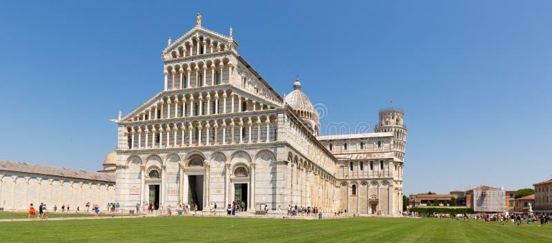 Catedral con la torre inclinada de Pisa imagen de archivo libre de regalías