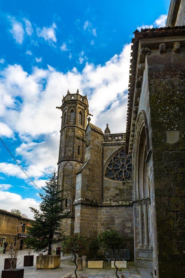 Catedral da cidade medieval Fortified de Carcassonne em França foto de stock