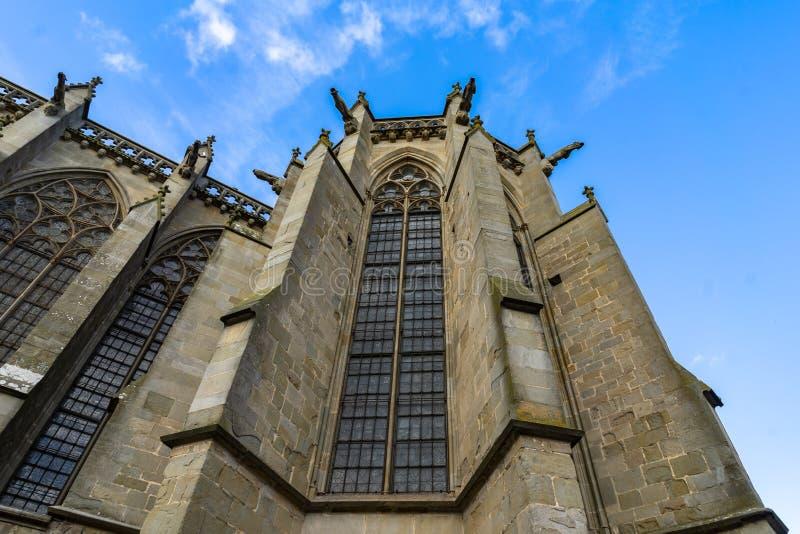 Catedral da cidade medieval Fortified de Carcassonne em França fotografia de stock royalty free