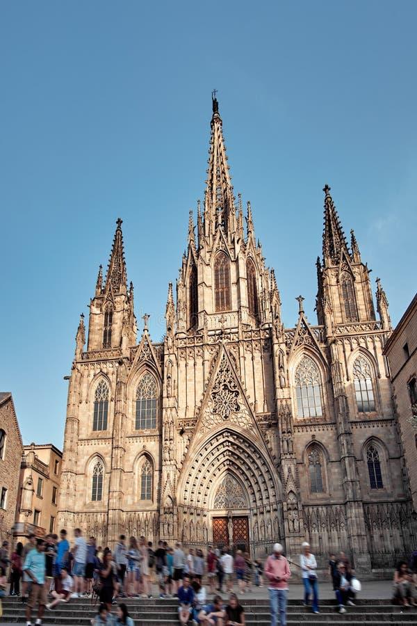 Catedral da cruz e de Saint santamente Eulalia igualmente conhecida como a catedral de Barcelona, a catedral gótico e o assento d fotos de stock
