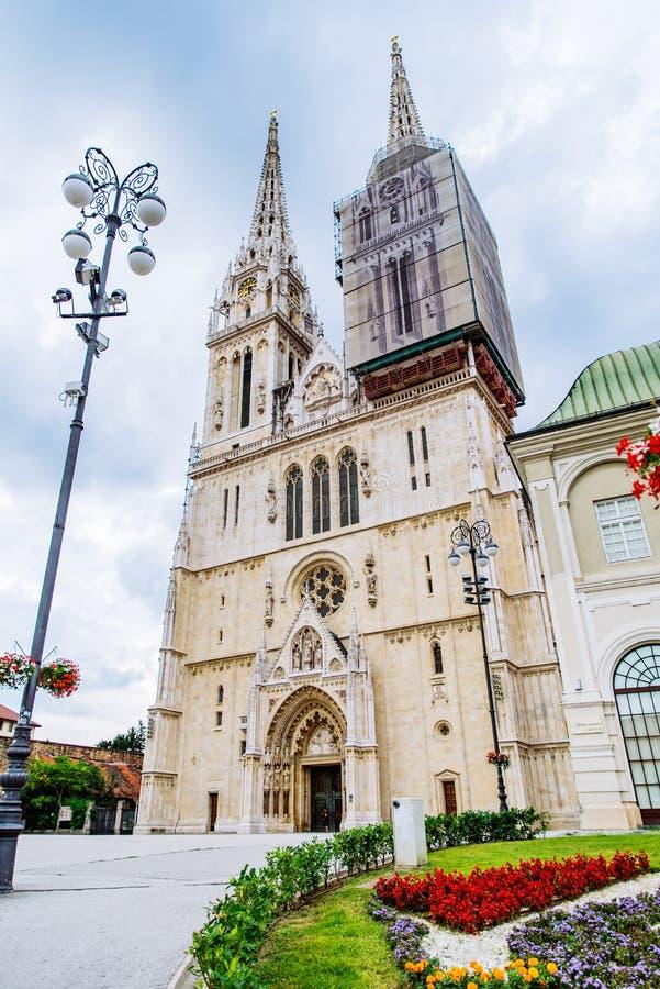 Catedral da igreja g?tico europeia velha de zagreb imagem de stock royalty free