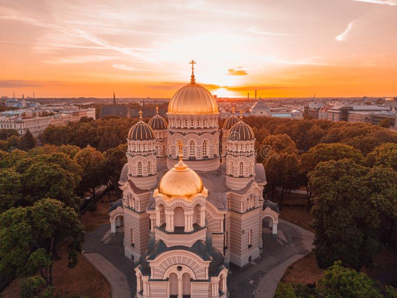Catedral da natividade de Cristo em Riga, Letónia imagem de stock royalty free