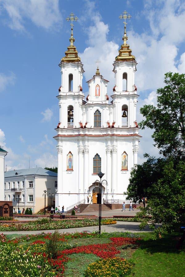 Catedral da paisagem do verão de Belarus Vitebsk imagens de stock
