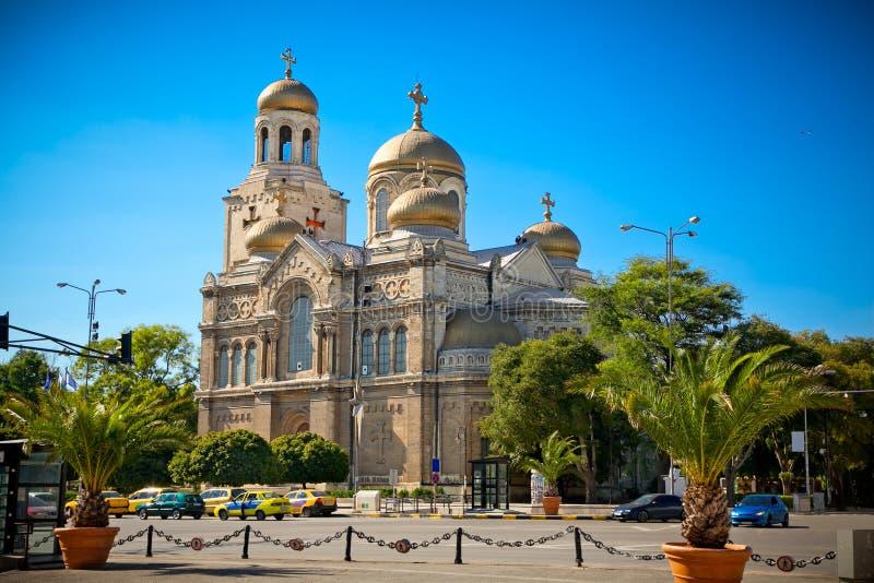 A catedral da suposição em Varna, Bulgária. imagem de stock royalty free