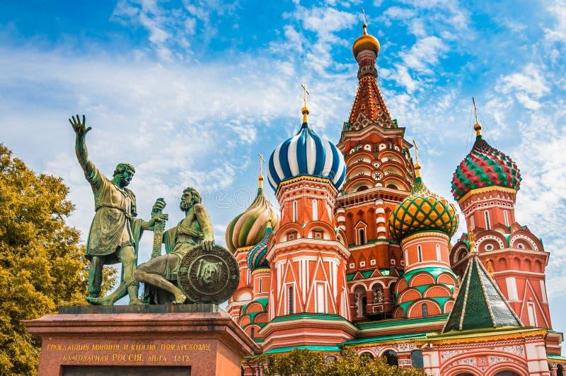 Catedral das manjericões do St no quadrado vermelho em Moscou, Rússia imagens de stock