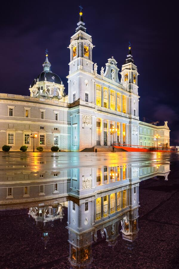 Catedral de Almudena em Madrid, Espanha fotos de stock royalty free