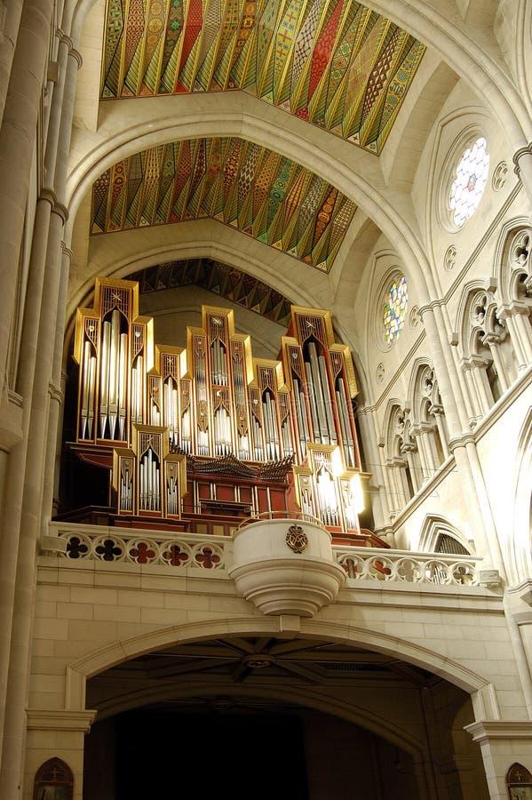 Catedral de Almudena, Madrid. Órgão no coro imagens de stock