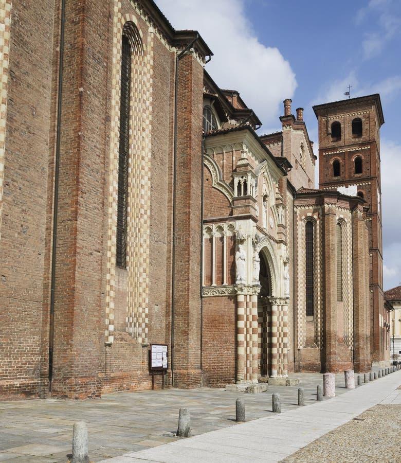 Catedral de Asti, lado sul foto de stock