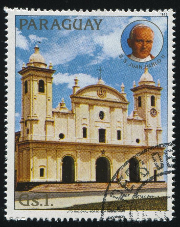 Catedral de Asuncion y el retrato de papa Juan Pablo II fotos de archivo