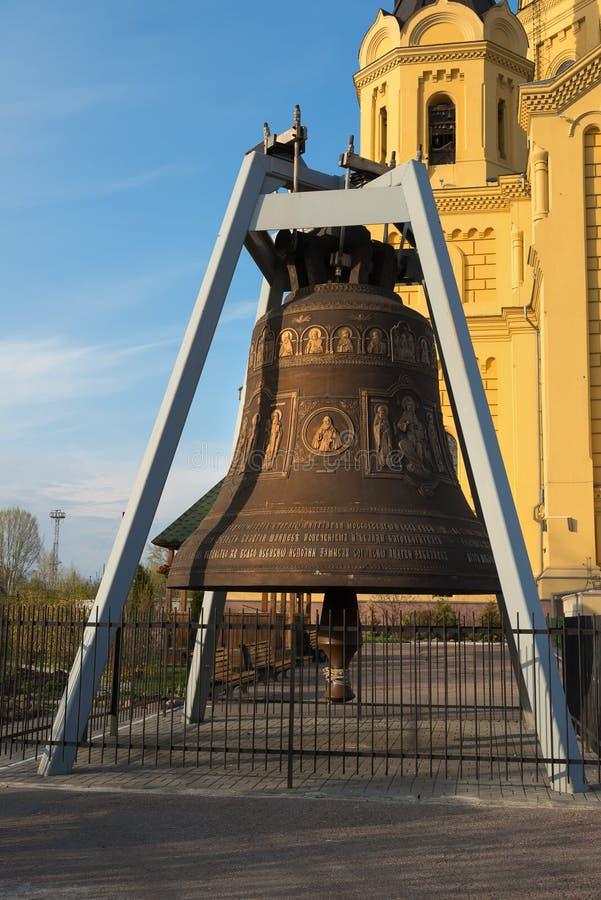 Catedral de Bell perto de Alexander Nevsky Cathedral em Nizhny Novgorod imagem de stock