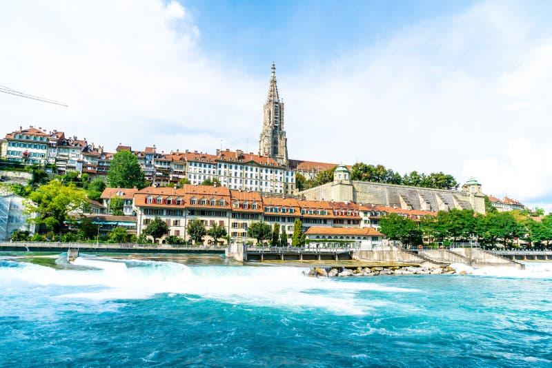 Catedral de Bern City e de Berner Munster em Suíça fotos de stock