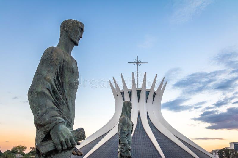 Catedral de Brasília e evangelista Sculptures - Brasília, Brasil fotos de stock royalty free