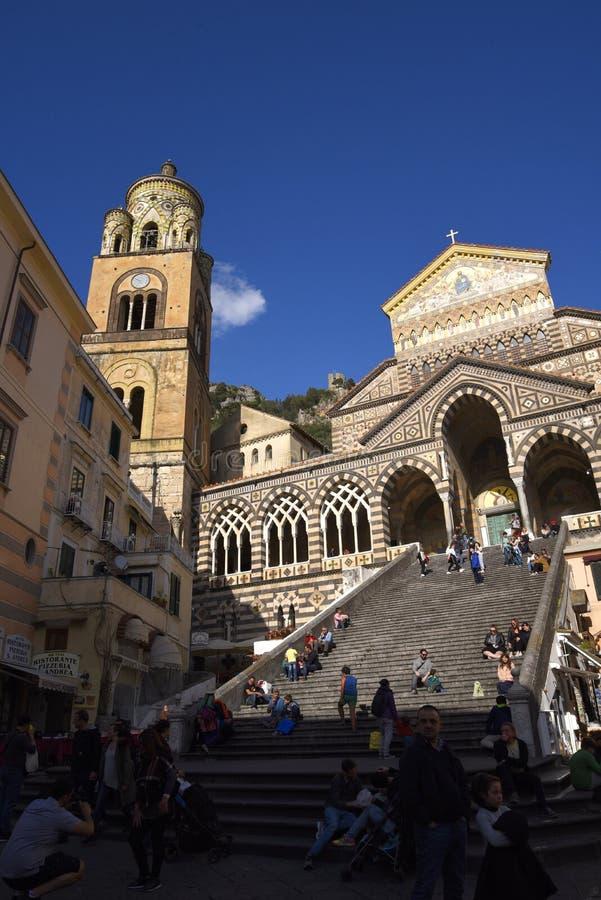 A catedral de brilho do ` s de St Andrew em Amalfi foto de stock