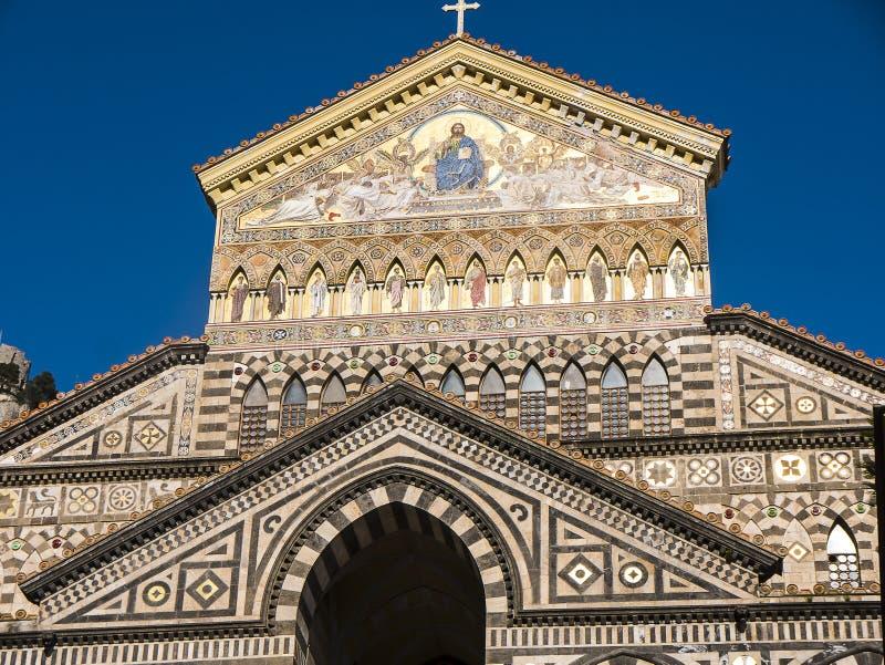 A catedral de brilho do ` s de St Andrew em Amalfi imagens de stock