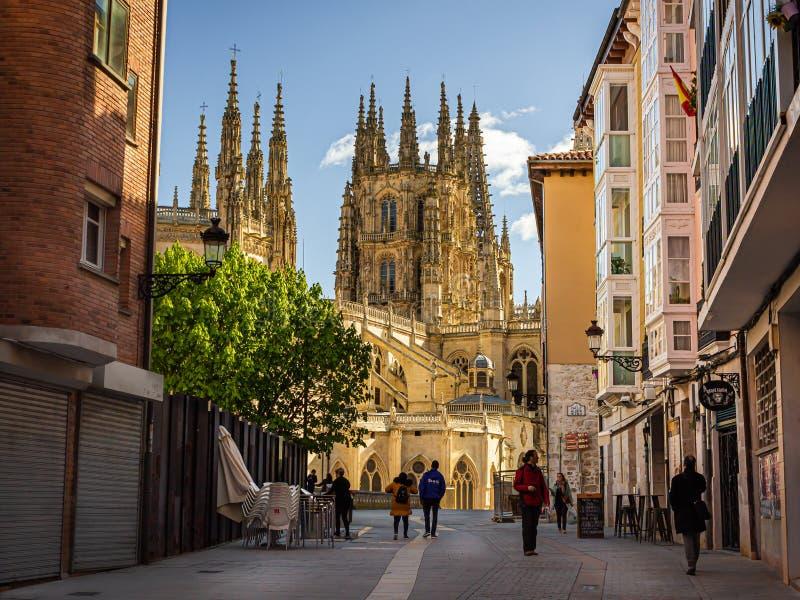 Catedral de Burgos - opinión de la calle foto de archivo