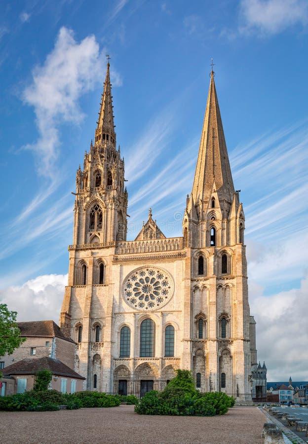 Catedral de Chartres em um dia ensolarado fotos de stock royalty free