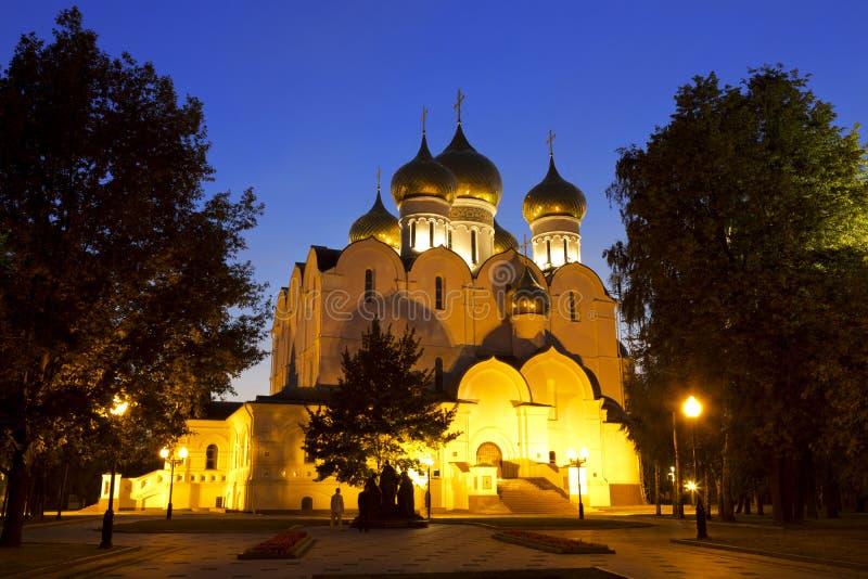 Catedral de Dormition en la noche, Yaroslavl foto de archivo