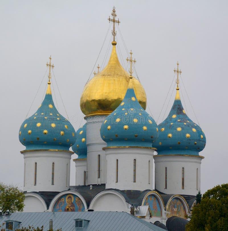 Catedral de Dormition de Trindade-St Sergius Lavra em Sergiev foto de stock royalty free