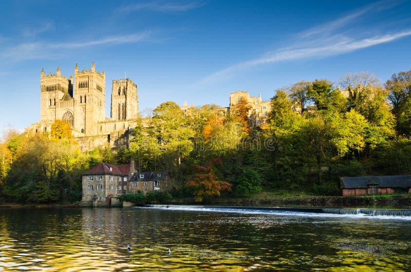 Catedral de Durham acima do desgaste do rio fotos de stock royalty free