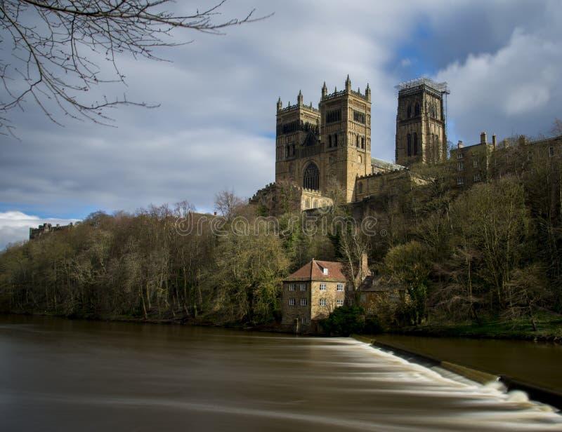 Catedral de Durham y el desgaste del río foto de archivo libre de regalías