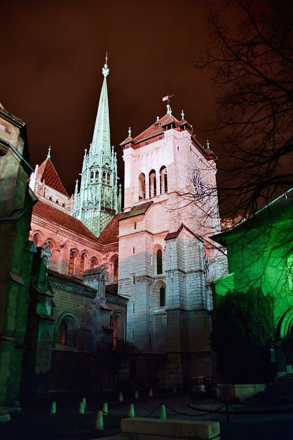 Catedral de Ginebra en la noche fotografía de archivo