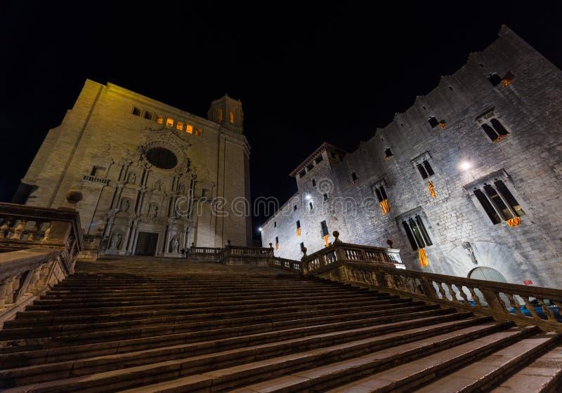 Catedral de Girona, Cataluña, España Escena de la noche imágenes de archivo libres de regalías