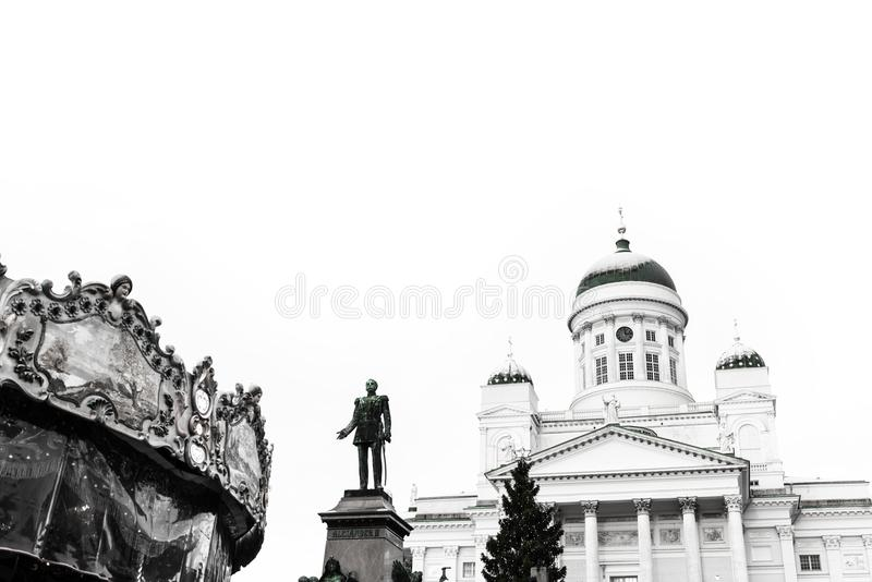 Catedral de Helsínquia contra um céu claro imagem de stock
