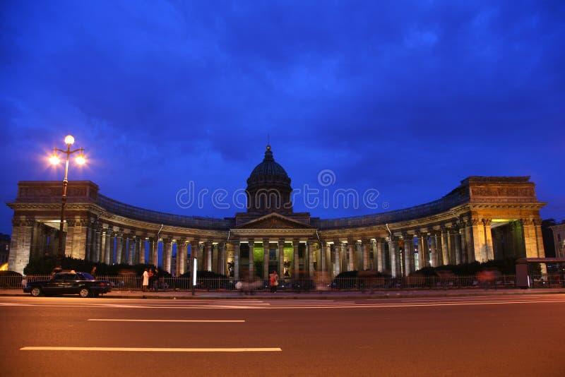 Catedral de Kazan en St. - Petersburgo en la noche fotos de archivo