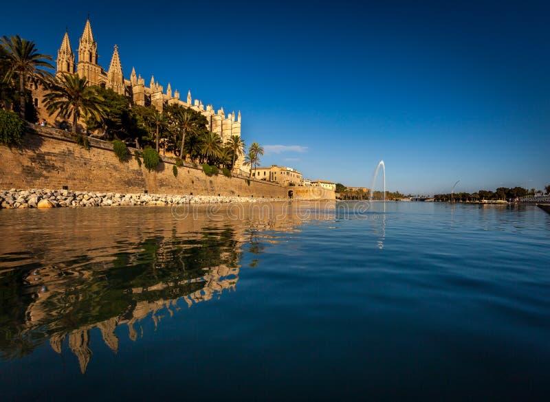 Download Catedral de la Almudena imagen de archivo. Imagen de agua - 44851243