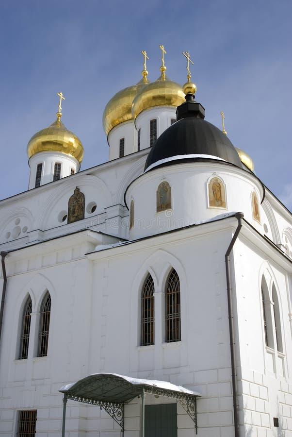 Catedral de la asunción El Kremlin en Dmitrov, ciudad antigua en la región de Moscú fotografía de archivo