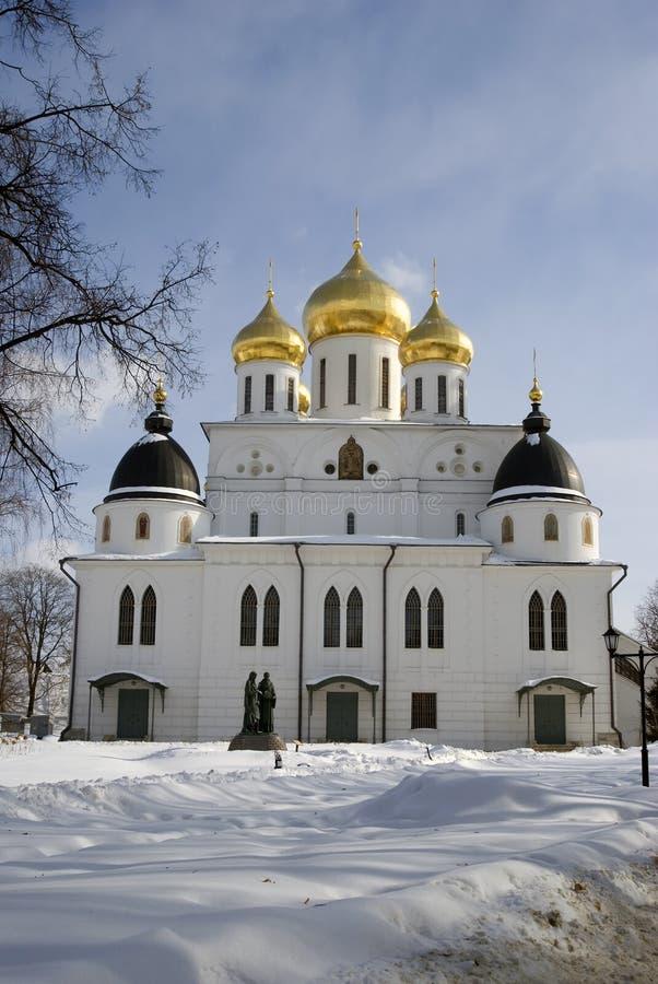 Catedral de la asunción El Kremlin en Dmitrov, ciudad antigua en la región de Moscú fotos de archivo