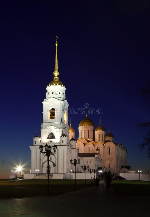 Catedral de la asunción en Vladimir en noche fotografía de archivo