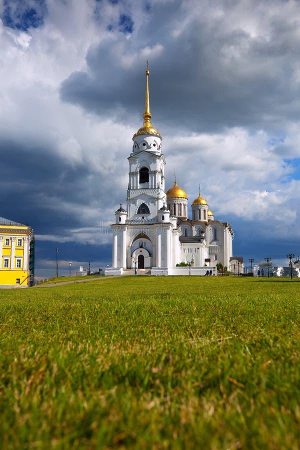 Catedral de la asunción en Vladimir en verano imagen de archivo libre de regalías