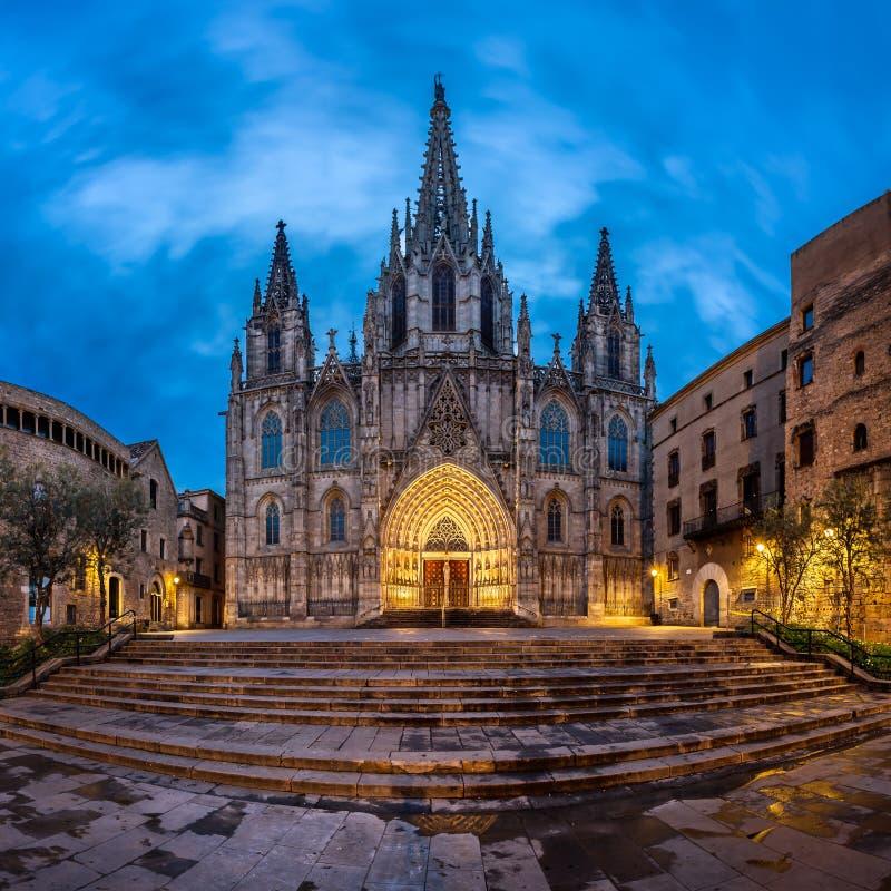 Catedral de la cruz y del santo santos Eulalia por la mañana imagen de archivo