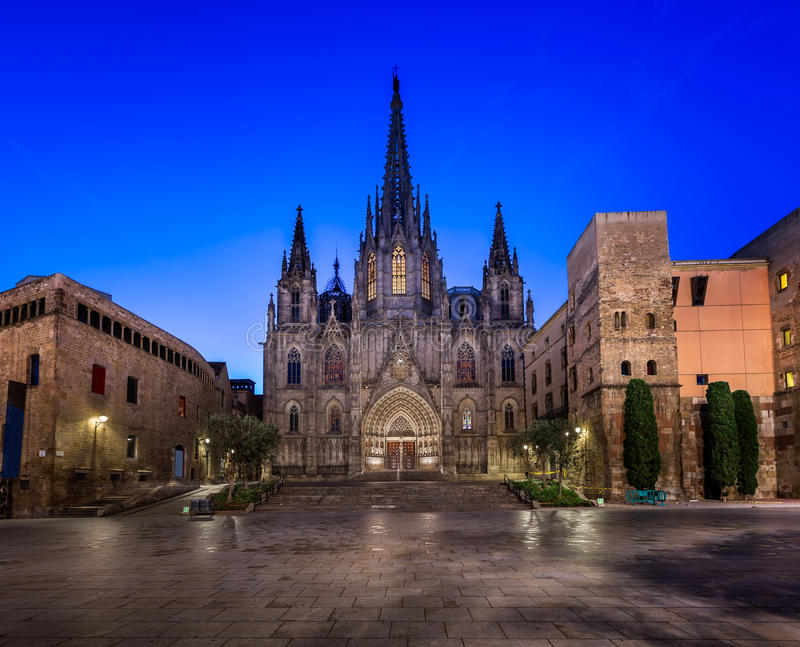 Catedral de la cruz y del santo santos Eulalia por la mañana, vagos fotografía de archivo libre de regalías