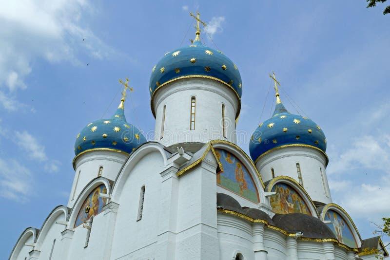 Catedral de la suposición en Sergiev Posad, RUSIA imagen de archivo