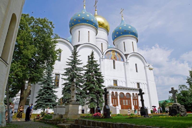 Catedral de la suposición en Sergiev Posad, RUSIA foto de archivo