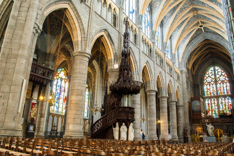 Download Catedral de Lieja foto de archivo. Imagen de louis, neanderthal - 42443136