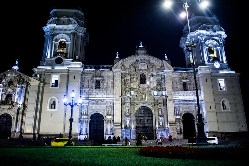 Catedral de Lima en la plaza principal imagenes de archivo