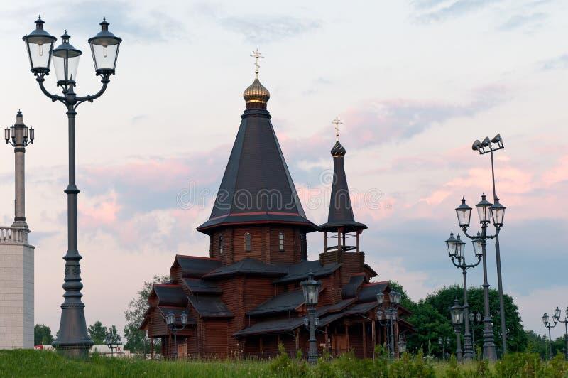 Catedral de madeira em Minsk Belarus fotos de stock