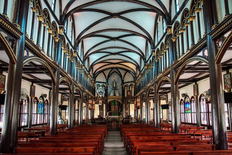 A catedral de madeira de Kontum, Kon Tum Province, Vietname fotografia de stock