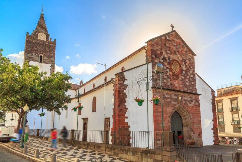 Catedral de Madeira no verão imagens de stock royalty free