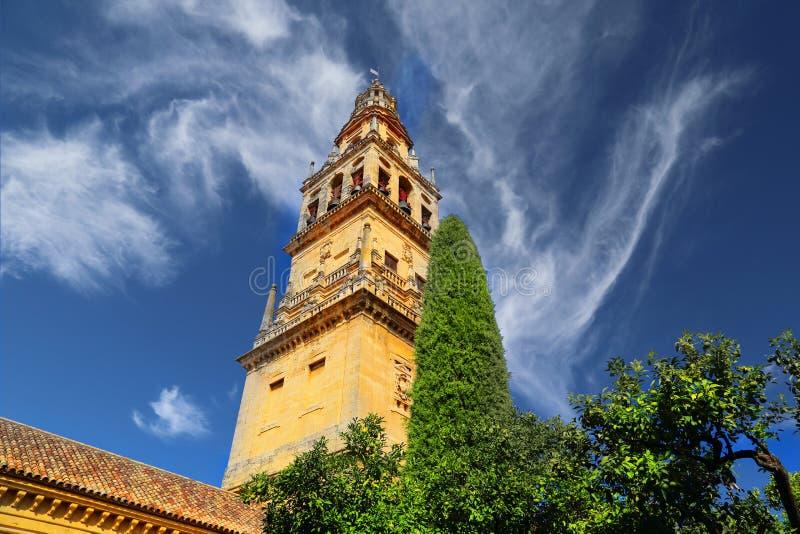 Catedral de Mezquita en un día soleado brillante en el corazón del histo imagen de archivo