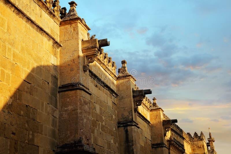 Catedral de Mezquita en un día soleado brillante en el corazón del histo fotografía de archivo