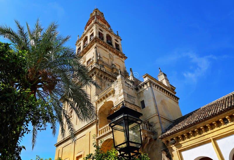 Catedral de Mezquita en un día soleado brillante en el corazón del histo fotos de archivo