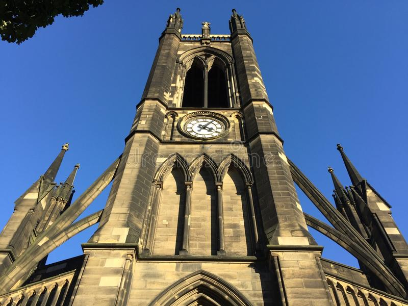 Catedral de Newcastle contra o céu azul foto de stock royalty free