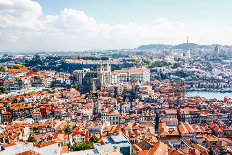 Catedral de Oporto (el SE hace Oporto) Se registra la ciudad vieja de Oporto como fotografía de archivo libre de regalías