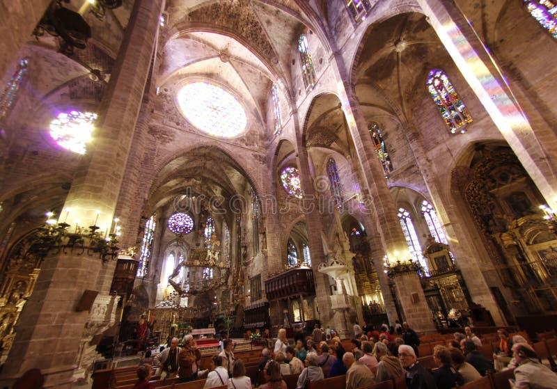 Catedral de Palma de Mallorcainterior imagenes de archivo
