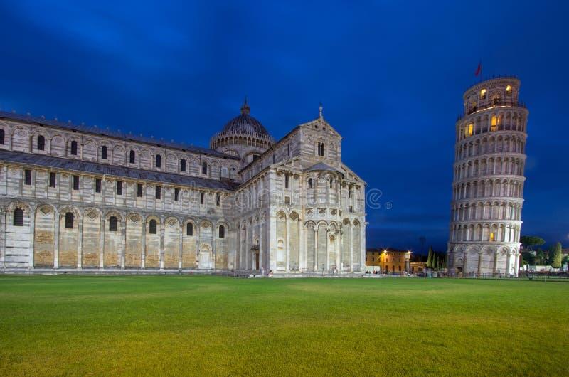 Catedral de Pisa y de la torre inclinada en el cuadrado de milagros, I fotos de archivo